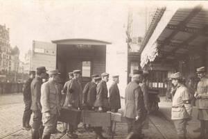 Soldats entrant dans la gare des Brotteaux | Source L'Atelier Numérique de l'Histoire