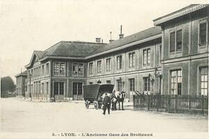 Carte postale de l'ancienne gare des Brotteaux avec une structure en bois | Collection Tatig Tendjoukian