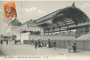 Carte postale de la construction avec charpente métallique de la nouvelle gare des Brotteaux | Collection Tatig Tendjoukian